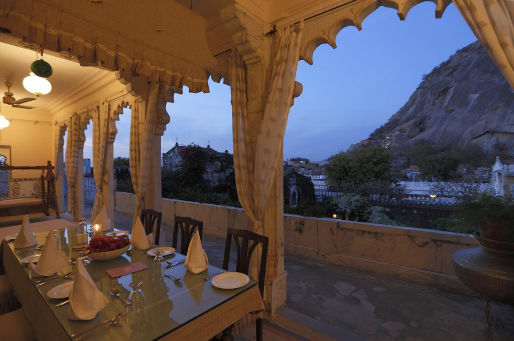 Five star hotel in Udaipur